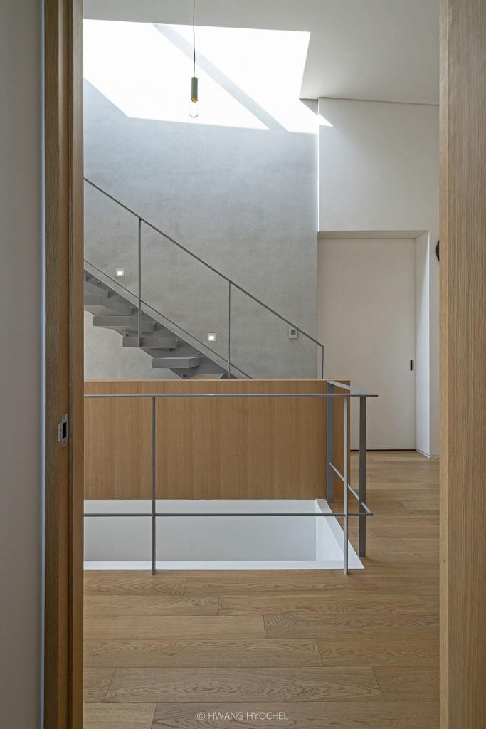 UNIT C 2층 계단 및 천창